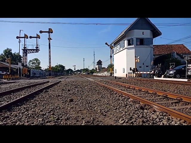 Kereta api sritanjung(surabayagubeng-banyuwangi)berangkat dari stasiun sidoarjo
