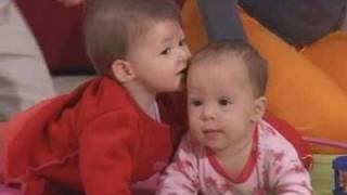 תרגילים לעידוד זחילה אצל תינוקות בגילאי  6 עד 10 חודשים