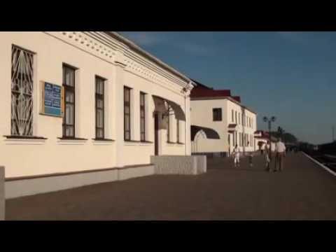 ЖД вокзал Ромны с уходящим в Одессу поездом