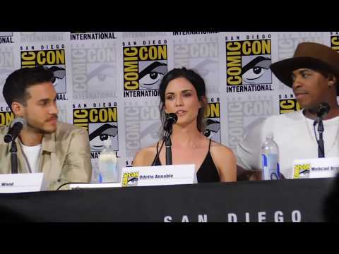 Supergirl panel @ SDCC 2017 (Melissa Benoist, Jeremy Jordan, Chris Wood)