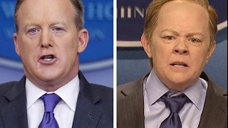 sean spicer shows melissa mccarthy from snl how its really done press conference briefing 2 8 2017