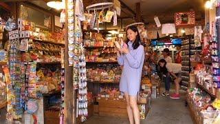 ノンノモデル新木優子ちゃん、駄菓子屋さんで大人買い! 誰かバッグ持っ...