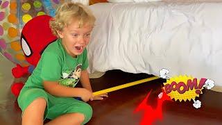 Лев и история про Монстра под кроватью / Monsters under my bed