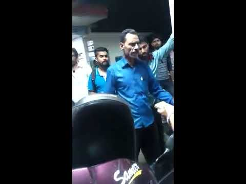 Petrol Pump Bhopal viral video | A Dabang Woman has caught the guy red handed | Fuel cutting India