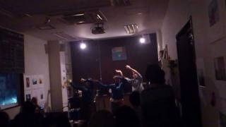 178 - 『部屋の明かり』 リリース:2011年11月26日 価格:1000円 1.夜の...