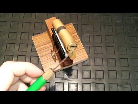 Как открыть замок с китайской двери