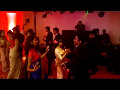 Surprise Dance Act -(Tu Mere Agal Bagal Hai + Adare hithenawa dakkama)