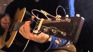 年明けからジャカルタ勤務で少しブルーです! そんな時はギターを弾くの...