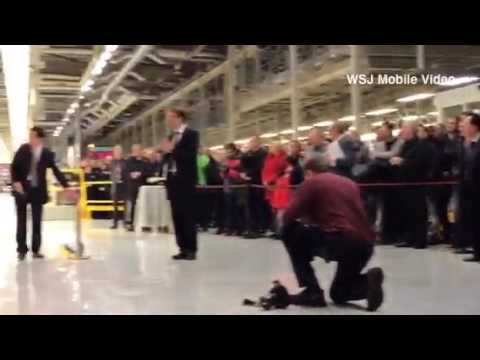 The first #Saab 9-3 Aero sedan rolls off the production line in Trollhattan, Sweden, as the auto mak