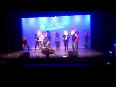 Cleveland Community College 2015 Talent Show: BIG HEADS DANCING