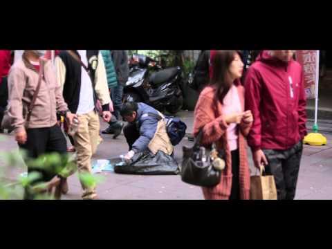 【超感人】城市暖度實測街頭實驗:你會怎麼做? (街友篇)