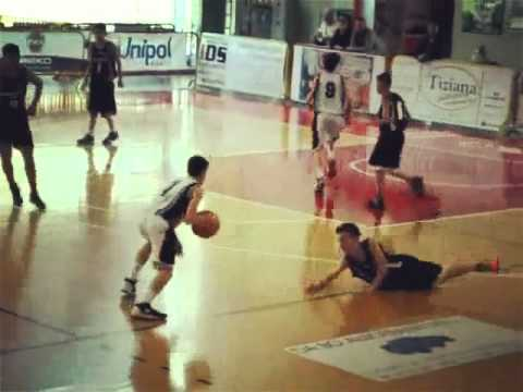 Epic crossover basketball vine youtube for Leonardo mantovani