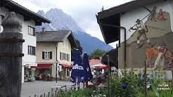 Garmisch-Partenkirchen Fussgängerzone Am Kurpark und Marienplatz Werdenfelser Land Bayern