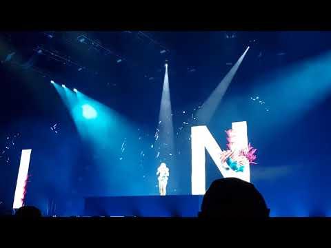 """Helene Fischer singt """"Schmetterling"""" - Arena Tour - Berlin - 07.09"""
