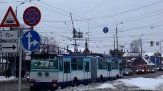 Skaists trolejbusa stangas kritiens. Nice trolleybus dewiring.