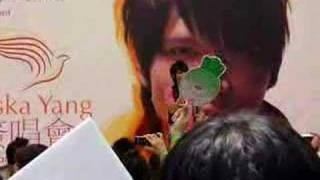 Aska Yang in Singapore 杨宗纬 singing 洋蔥