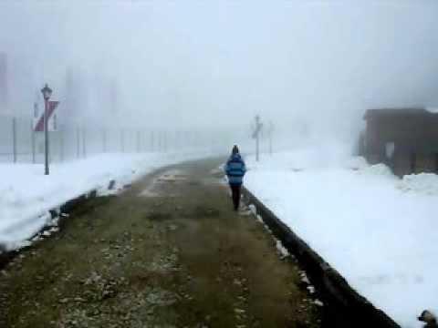 Девушка исчезающая в тумане. Лаура. Красная поляна. Сочи 2014