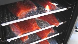 Как правильно коптить рыбу без всяких специй только свежая рыба, соль и чёрный перец(, 2015-07-13T16:47:19.000Z)