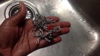 Zilver poetsen met een verzorgingsproduct