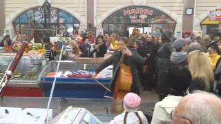 ▶ Mirror: Hobart Earle Orchestra, Odessa, flashmob in support of peace in Ukraine