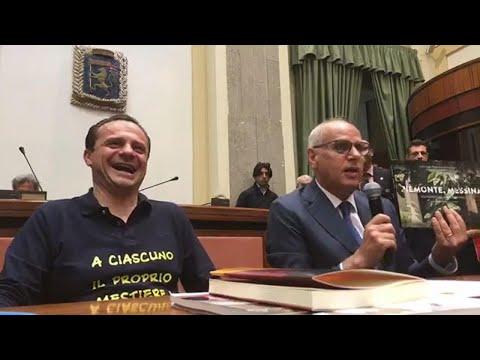 """""""Non voglio sembrare gay"""": bufera a Messina per la battuta del candidato sindaco di centrodestra"""