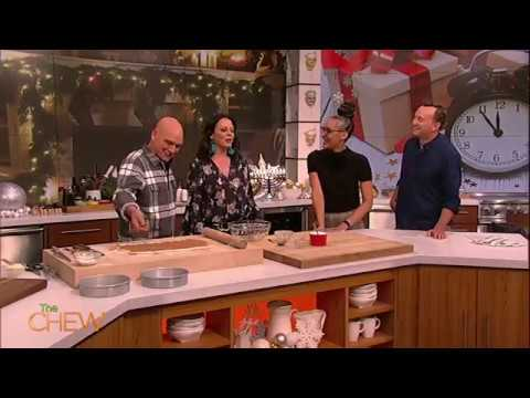 Sara Evans Reveals 14-Year-Old Daughter Sings on New Album | The Chew