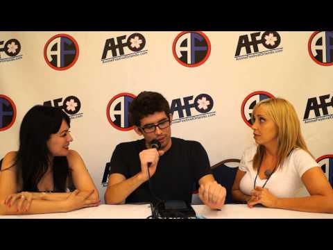 Tara Strong / Grey Delisle @ AFO 2012 streaming vf