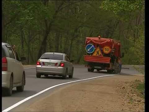 Новую разметку наносят на дорогах Приморья