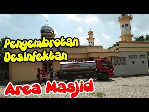 Sebelum Sholat Jum'at Adakan Penyemprotan Desinfektan Cegah Wabah Penyakit di Masjid At-Taqwa