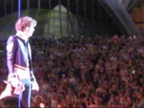MIKA live at Australian Idol Final 09