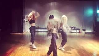 LISA  DANCE PRACTICE🤙🏻 Cardi B, Bad Bunny & J Balvin - I Like It