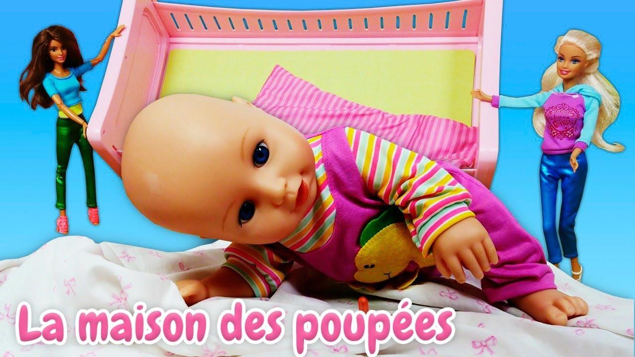 La vie secrète des jouets. Baby Born emmaillotée. Vidéo en français pour enfants.