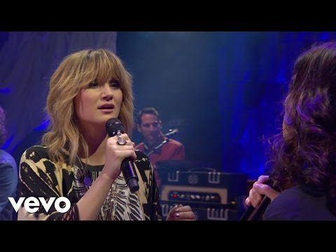 Jennifer Nettles - His Hands (Live) Ft. Brandy Clark