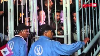 الأمن يحبس الصحفيين في قفص حديدي بعد مباراة الزمالك وسموحة (اتفرج)