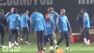 Messi nutmegs Suarez in training