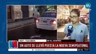 TUCUMÁN: AUTO SE LLEVÓ PUESTO LOS BOLARDOS