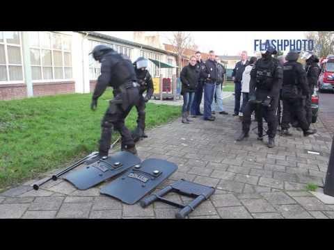 Inval arrestatieteam na explosiedreiging - Iepenlaan Schiedam