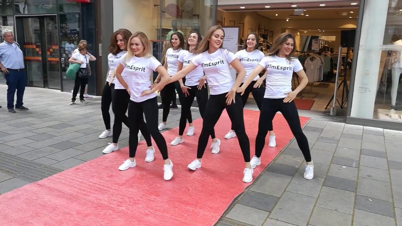 Straßenkunst in Wien (Sexy Girls Dance) - YouTube