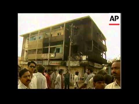 Hindu mob burns Muslims as they sleep, 27 killed Mp3
