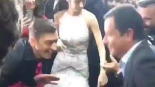 Acun Ilıcalı ve Mesut Özil, karşılıklı dans ediyorlar