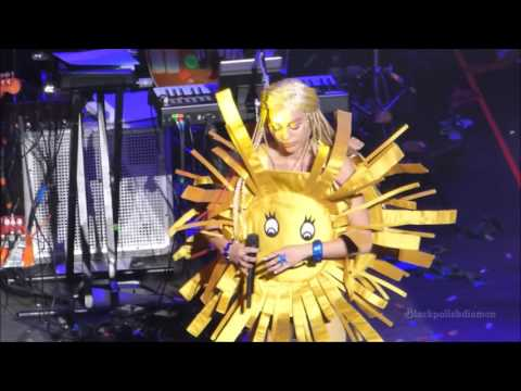 (HD) Miley Cyrus The Floyd Song (Sunrise) Vancouver Dec 2015