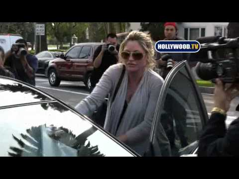 Rebecca Gayheart Swarmed by Paparazzi at La Conversation