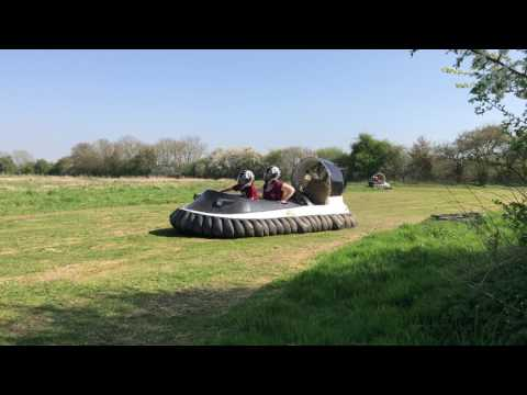 SUFFOLK - Things to do - Flo Ridaz Hovercraft