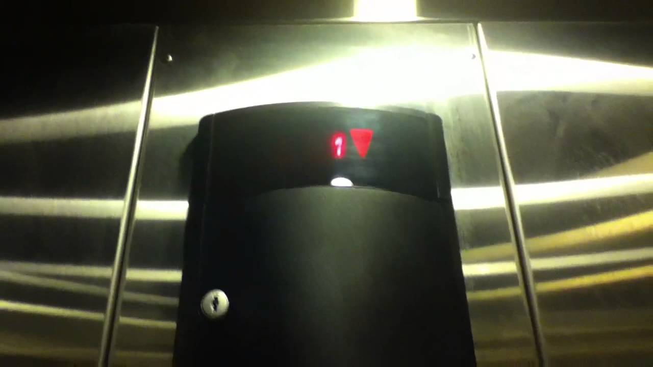 Loud Schindler Hydraulic Elevator At Urban Outfitters At The Westfield Garden State Plaza Youtube