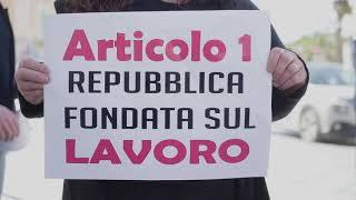 Le partite iva protestano in piazza Cesare Battisti: «Pronti ad alzare le serrande lunedì»