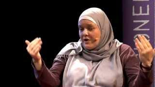 Muss eine islamische Religionslehrerin Kopftuch tragen?