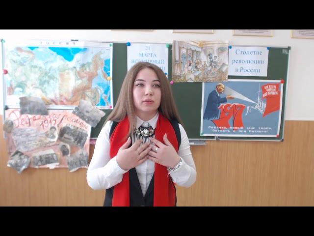 Изображение предпросмотра прочтения – ЛидияУманцева читает произведение «Мы в России живем, где такой ненадежный крепеж» Е.А.Евтушенко