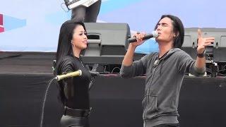 AKU PADAMU Charly Van Houten feat Lia Camella live Banjarmasin