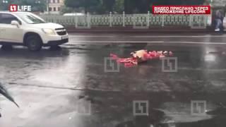 В Москве водитель рассыпал по дороге фаллоимитаторы