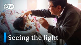 Nepal: A doctor helps the blind see   DW Documentary